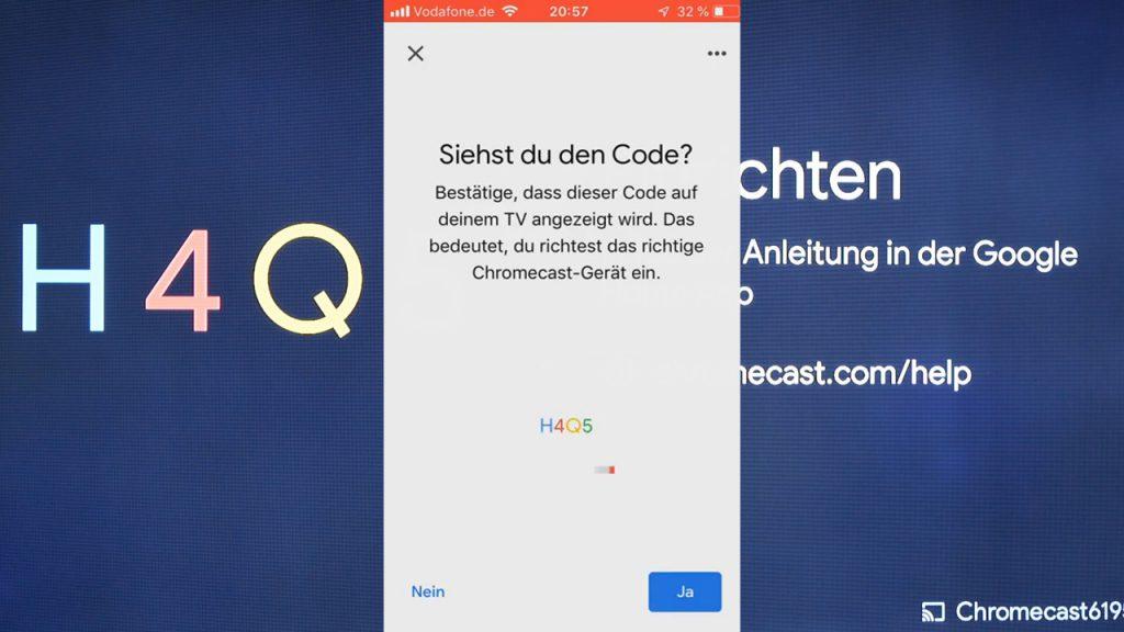 Im Hintergrund seht Ihr den 4-stelligen Code, den wir in der App bestätigen müssen